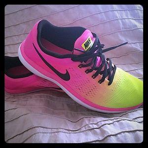 Women's Nike Flex 2016 RN OC - Size9